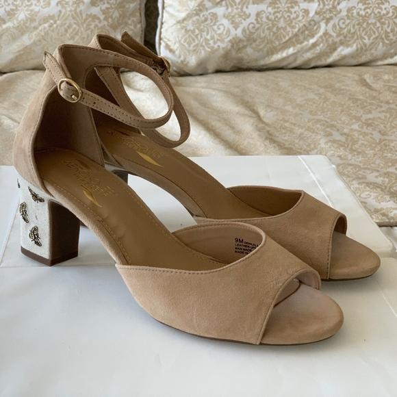 Womens Ooh La La Sandal Tan Size 9